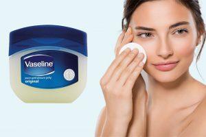 Tẩy trang bằng vaseline có hại không? Cách dùng & lưu ý